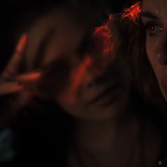 Wanda manipula la mente de Romanoff.