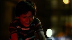 Joven Murdock llorando por su padre