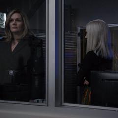 Ruby y Hale discuten sobre el experimento.