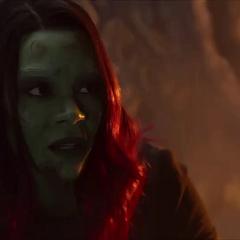 Gamora escucha a Nebula hablar sobre su pasado juntas.