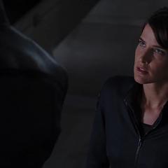 Hill se reúne con Fury para hablar sobre el Teseracto y la Fase 2.