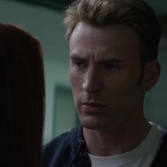 Rogers interroga a Romanoff.