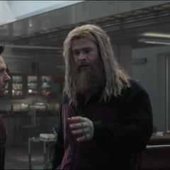 Thor quiere usar el Nano Guantelete.