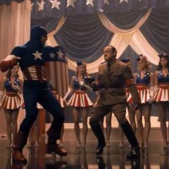 El Capitán América se enfrenta a Hitler en uno de sus espectáculos.