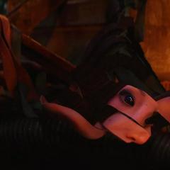 Mantis cae al suelo convertida en tiras.