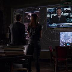 Skye y Coulson aprenden sobre la campaña anti-S.H.I.E.L.D.