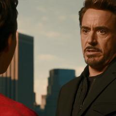 Stark le pide a Parker que le devuelva su traje.