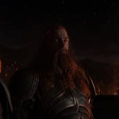 Volstagg y Fandral en el funeral de Frigga.