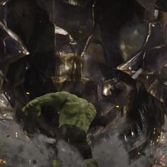Banner se transforma en Hulk y se incorpora a la Batalla de Nueva York.