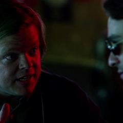 Murdock habla con Nelson sobre su bufete de abogados.