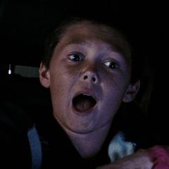 Reid Harper como un Niño en un autómovil
