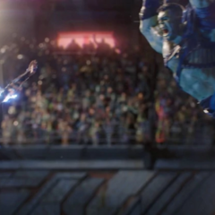 Thor utiliza sus poderes para dominar a Hulk.