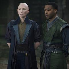 Ancestral junto a Mordo esperan que Strange regrese de su prueba.