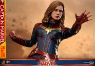 Captain Marvel Hot Toys 18