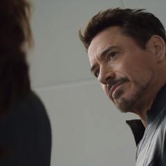 Stark le advierte Romanoff sobre las consecuencias de sus actos.