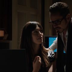 Stark aprende sobre la investigación de Maya.