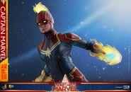 Captain Marvel Hot Toys 17