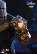 Thanos Hot Toys 13