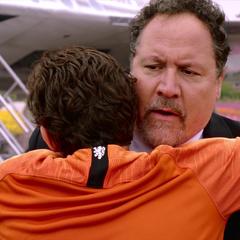 Hogan se reune con Parker.