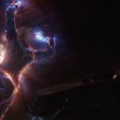 Danvers lleva el Benatar a la Tierra.
