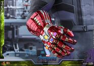 Hulk Nano Gauntlet Hot Toys 10