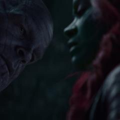 Thanos le revela a Gamora que sabe que le mintió.