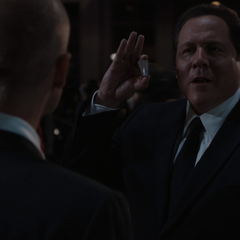 Hogan confronta a Savin.