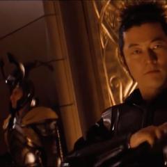 Hogun llega a la coronación de Thor.