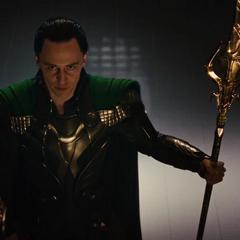 Loki le ordena al Destructor impedir el regreso de Thor a Asgard.