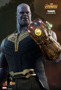 Thanos Hot Toys 17