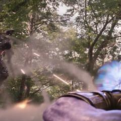 Thanos recibe balas y misiles por Rhodes.
