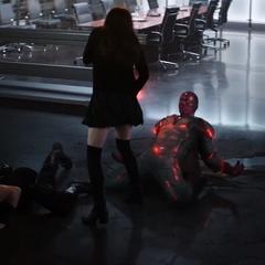 Visión es confrontado por Wanda.