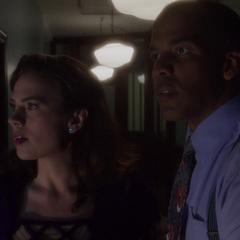 Carter y Wilkes se infitran en Isodyne.