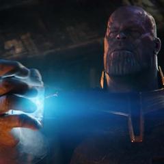 Thanos rompe el cubo para adquirir la Gema del Espacio.