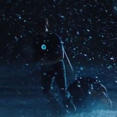 Stark transportando su armadura.