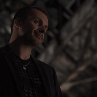Kirill Nikiforov como Matón