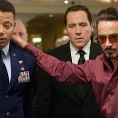 Rhodes ve a Stark jugar en el casino.