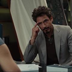 Stark intenta arreglar las cosas con Potts.