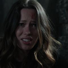 Hansen muere tras intentar ayudar a Stark.