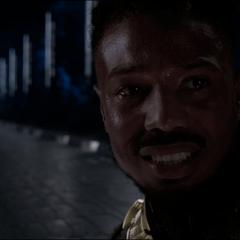 N'Jadaka le pide a T'Challa llevarlo a ver un atardecer.