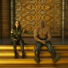 Mantis socializa con Drax.