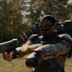 Wilson le dispara a Ant-Man.