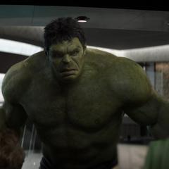 Hulk es detenido por Stark de usar el ascensor.