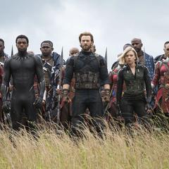 Los Vengadores enfrentan a los Outriders en Wakanda.