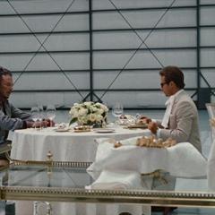 Hammer recluta a Vanko para que juntos acaben con el legado de Stark.