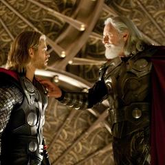 Thor discute con Odín.