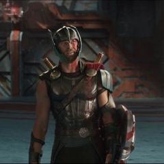 Thor socializa con Hulk.