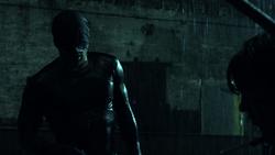 Daredevil despues de pelear bajo la lluvia - T1E1