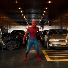 Parker llega al ferry para interrumpir la venta de armas.