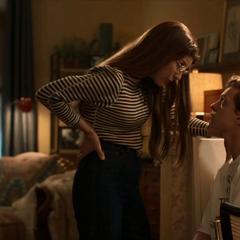 Parker es consolado por Maybelle.